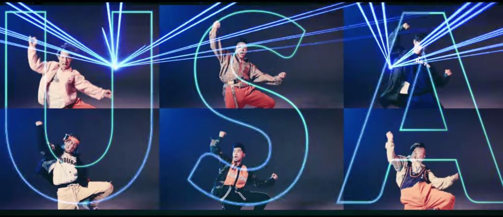 DA PUMPのダンスメンバーが自由の女神ポースをしています